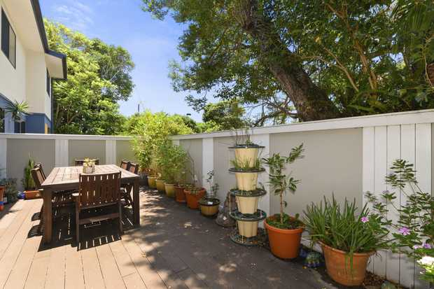Dream of Jetty living? Then this is your chance to live it! A must to inspect, this fantastic townhouse...