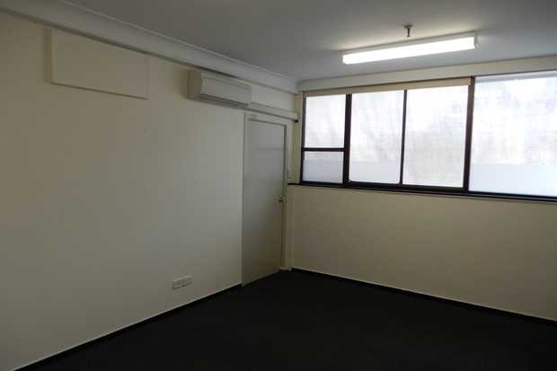 Suite 45 is a well presented open plan office space that can be combined with the adjoing suite 31 to...