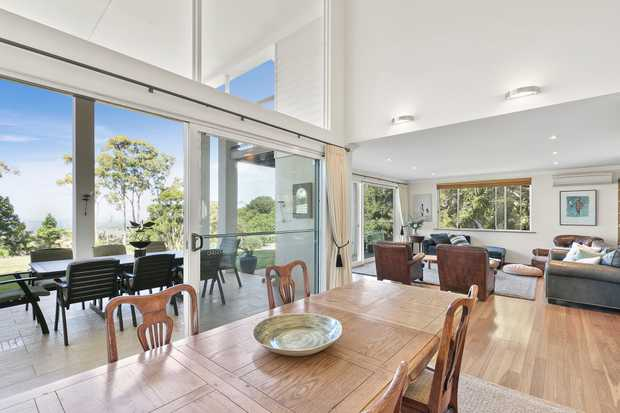 Commanding an elevated position on Coolamon Scenic ridge, be swept away by the epic views of Byron Bay...