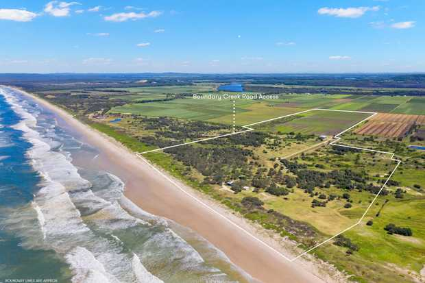 Surf Estate is your private retreat of 400,000 m2 (40 hectares) of absolute beachfront land. Live your...