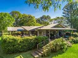 This tropical retreat is a hidden gem located just 7-minutes from Byron and 25-minutes from Ballina...