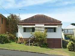 This one bedroom unit is located close to town and beaches, there is a shared laundry.