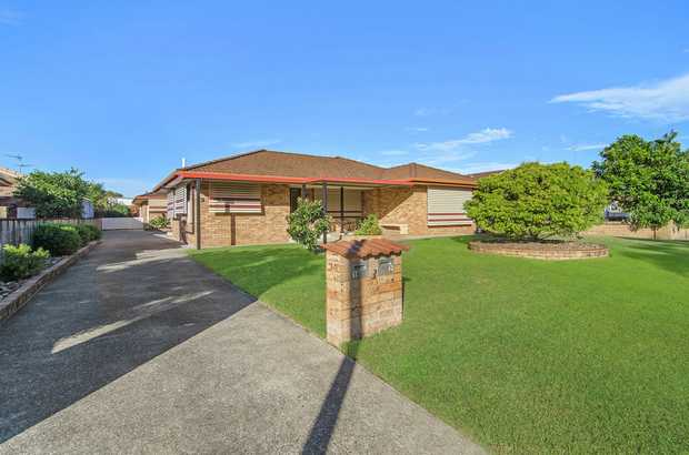 Located in a prime position within the popular 'Greenbank' area, just minutes to the Tweed River, sh...