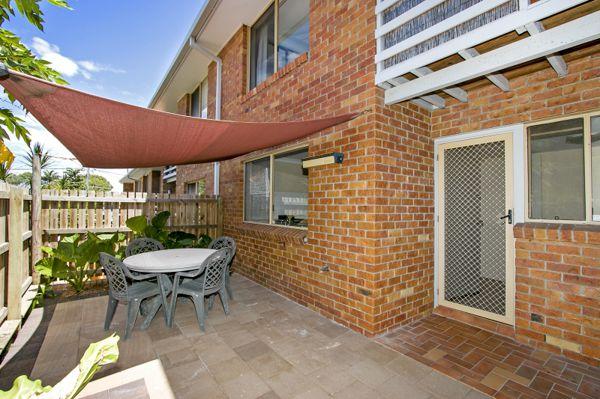 features: • 3 bedrooms, main and 2nd bedroom have balconies, large 2 way bathroom • Generous singl...