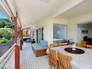 SECURE FREE STANDING TOWN HOME WITH OUTSTANDING VIEWS