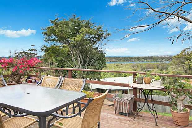 Located in a picturesque position in Banora Point overlooking the Tweed River and has stunning views...
