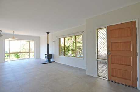 This unfurnished, family home is located in Bilambil Heights with lovely views of the Valley.