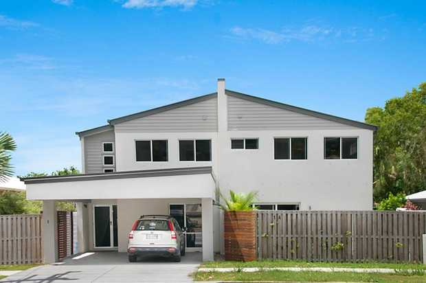 Immaculately presented Town Home set in a prime central Tweed Heads location. A flat walk to major f...