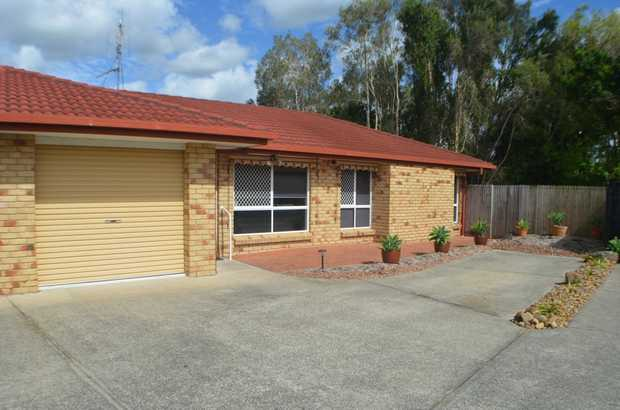 Located in the popular suburb of Banora Point this spotless three bedroom rear duplex is furnished a...