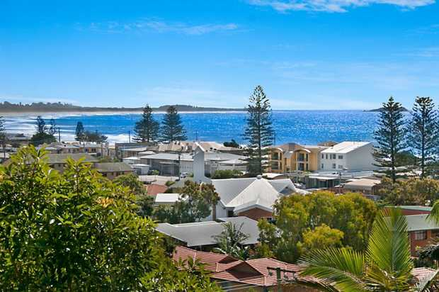 OPEN FOR INSPECTION THIS SATURDAY 27TH MAY 2:30 - 3:00PM   This dual living home with expansive oc...