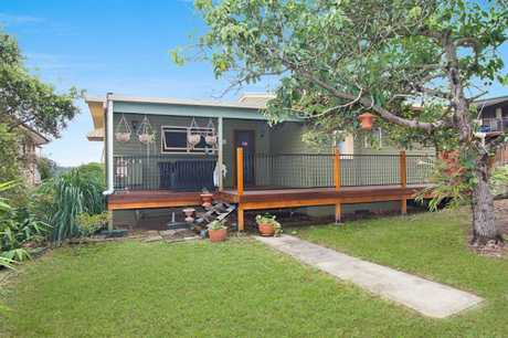 Relax and enjoy the stunning sunsets whilst overlooking the Tweed River. This four bedroom unfurnished...
