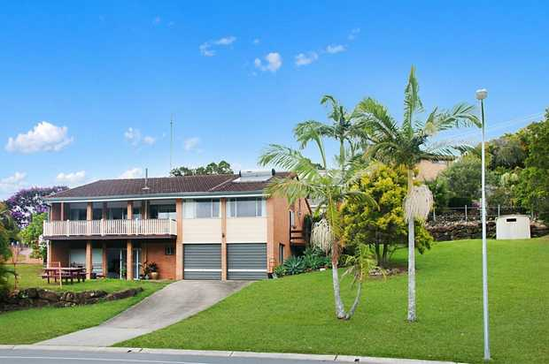 OPEN HOME SATURDAY 24TH MARCH 10-10.30AM AEST  Live in ultra convenience with dual on street acces...