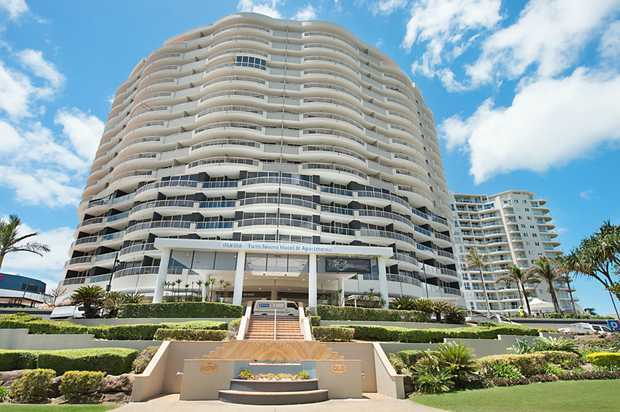 Everything is at your fingertips with this prime positioned apartment. Beautiful beaches, boutique...