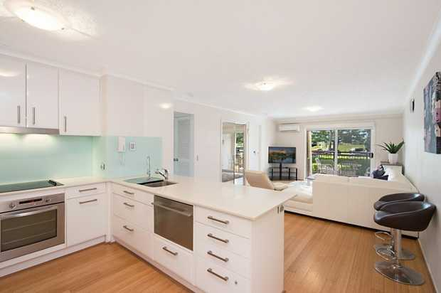 DESCRIPTION:  Located in the very heart of Rainbow Bay with views across the Jack Evans boat harbour...