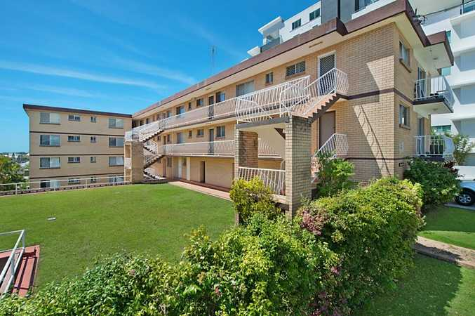 CENTRALLY LOCATED UNIT - WALK TO EVERYTHING!!!