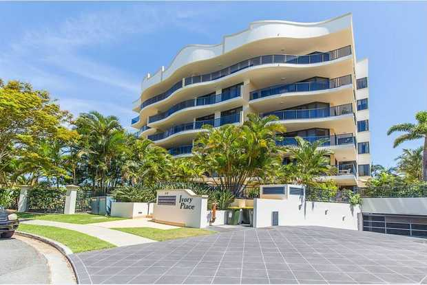 This convenient apartment is spacious and is set within walking distance of the Jack Evans boat...