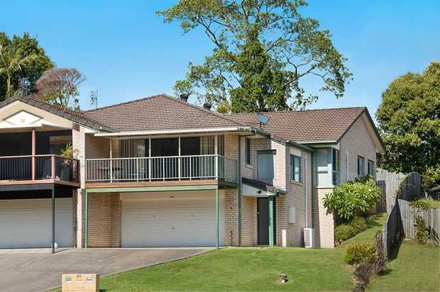 With a large front deck, a double garage and 3 bedrooms, this spacious duplex does not compromise on...