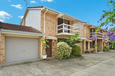 OPEN HOME THIS SATURDAY 23RD FEBRUARY AT 9:30 - 10:00 AM (NSW TIME)  Conveniently located in a family...