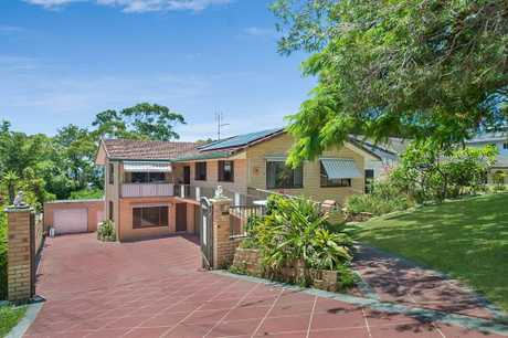 OPEN HOME THIS SATURDAY 16TH FEBRUARY AT 11:00 - 11:30 AM (QLD TIME)   This massive solid as a rock...