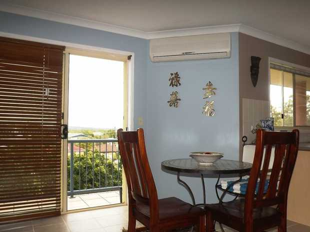 This beautiful apartment is located in the well maintained, resort-style complex LU ELLE PALMS. Fully...