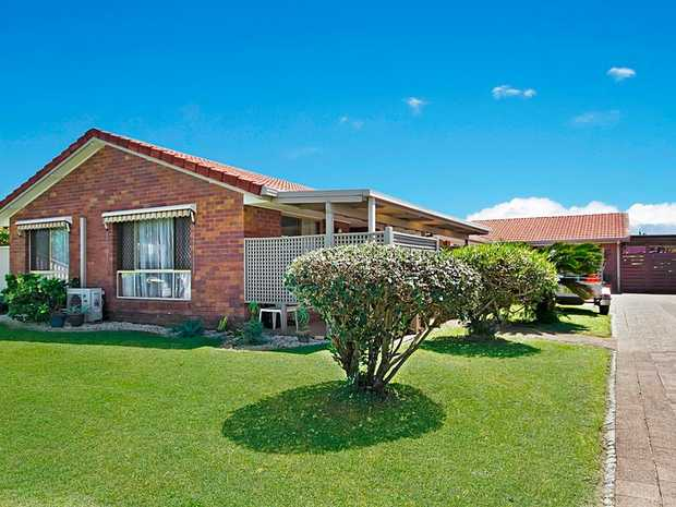 Set in a quiet, family-friendly area close to Kirra Beach and the centre of Tweed Heads, this welcoming...