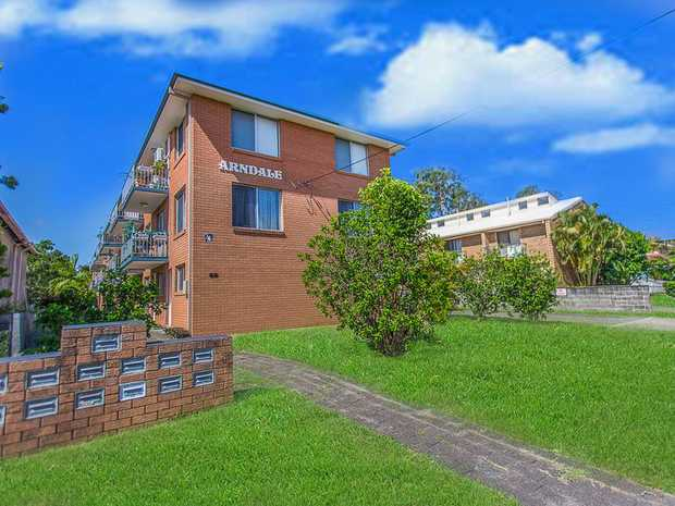 Positioned at the top end of William Street in South Tweed Heads is a fantastic top floor unit to add...