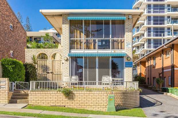 Lifestyle unit in the heart of Rainbow Bay. The beach is your front yard. 