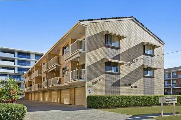 This unit is located opposite Tweed Mall and a 5 minute leisurely stroll to the stunning Tweed River. ...