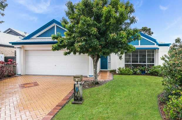 OPEN HOME THIS SATURDAY 31ST OCTOBER FROM 11:00 - 11:30 AM (NSW DST)   This enviably positioned home...