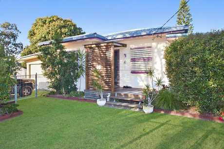 This cute cottage is positioned on a flat fully fenced block with side access, great for the boat or...