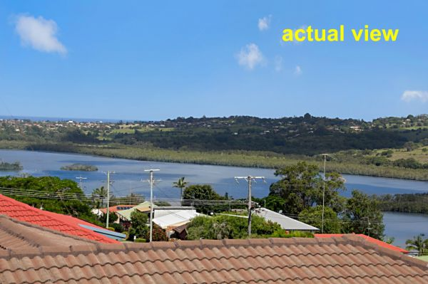 This double storey, character home offers Broadwater, Ocean and valley views in a peaceful location.