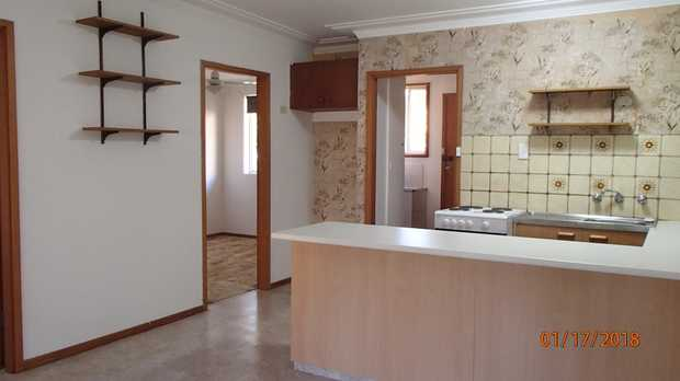 Attractive clean and tidy unit for rent near town center with a great parkland area across the road;...