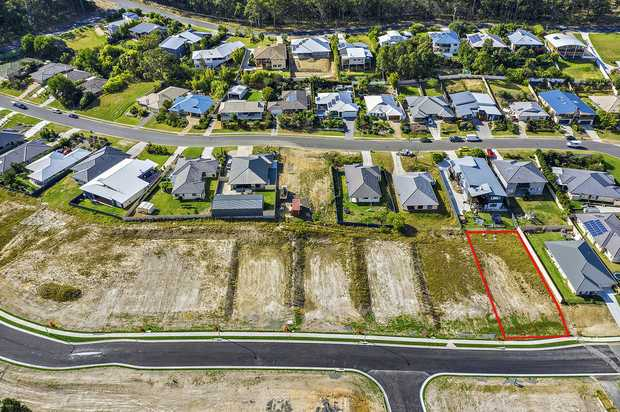 This large 781m2 parcel of land is located in the beautiful coastal village of Valla Beach; the block...