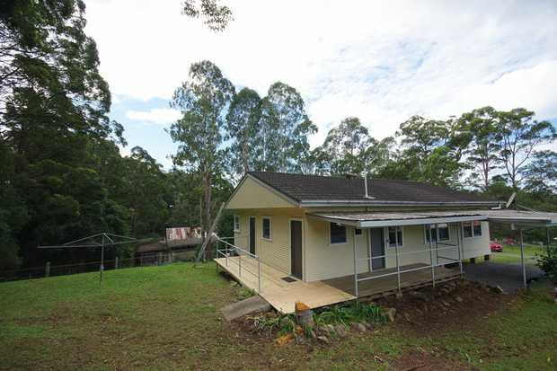 Rural style 3 bedroom cottage perfectly placed in between Coffs Harbour to South Coffs Harbour.