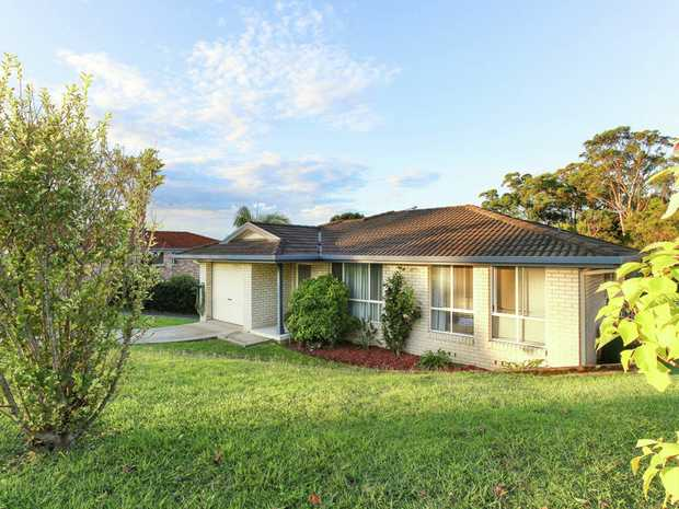 This lovely 3 bedroom brick and tile Toscan home is located in popular Boambee East. Fabulous tenant...