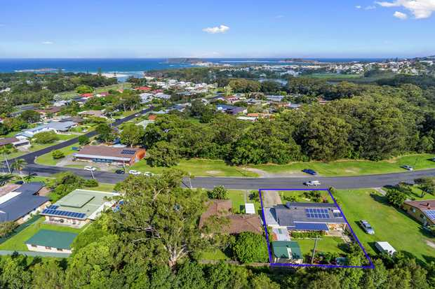 Be quick to arrange an inspection of this quality built brick home on a level 764qm block in the highly...