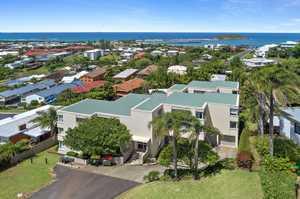 """Jetty Apartment - Ocean Views"""