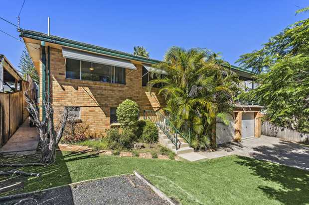 This lovely family home is in great condition and will be a joy to live in for the new owners. The d...
