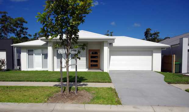 Set in the popular North Sapphire Beach Estate, this beautiful executive home provides a flowing...