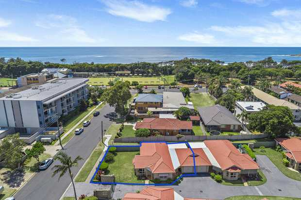 Situated on a level block and only 3 lots back from the beach makes this 3 bedroom villa the ideal c...