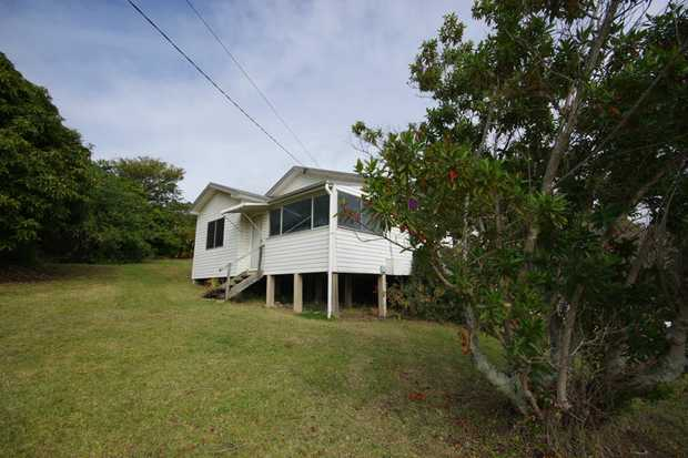 3 bedroom house located within walking distance to Coffs Central, restaurants, schools & much more! The...