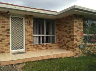 Lovely 2 bedroom villa located in quiet, well maintained complex. The villa features open plan livin...