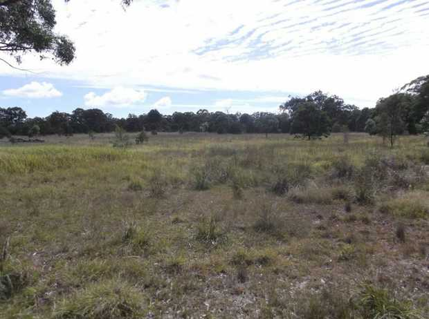 Located at Dalveen, half way between Stanthorpe and Warwick, this block has an area of 11.9 hectares...