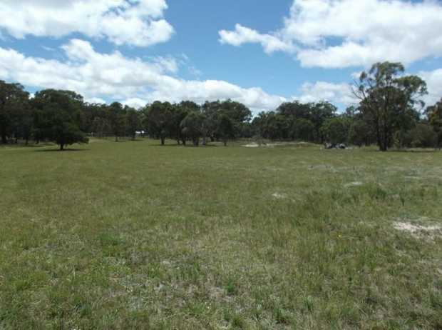 This 7 hectare vacant block is located only 10 minutes from town in a quiet country laneway, lightly...
