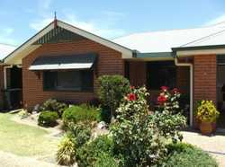 A very neat & tidy 2 bedroom brick unit in a handy location, 80 metres to Quart Pot Creek Parkland a...