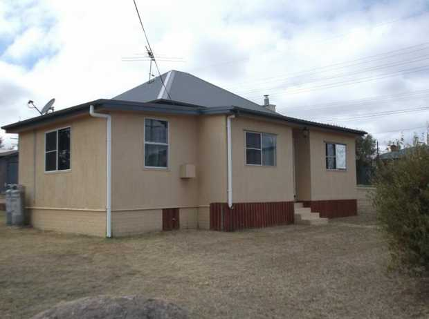 Renovated, neat & tidy, 3 bedroom rendered home, furnished, lounge, nice kitchen, bathroom, close to...