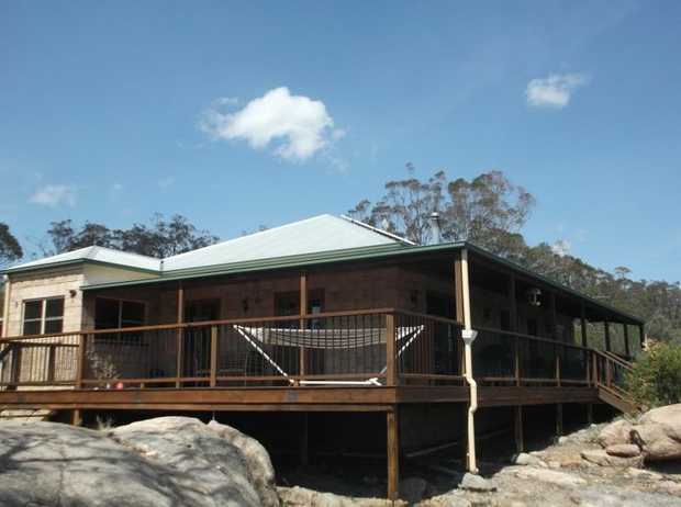 This 15 hectare property is located about 12 minutes south of Stanthorpe at Glen Aplin and boasts...