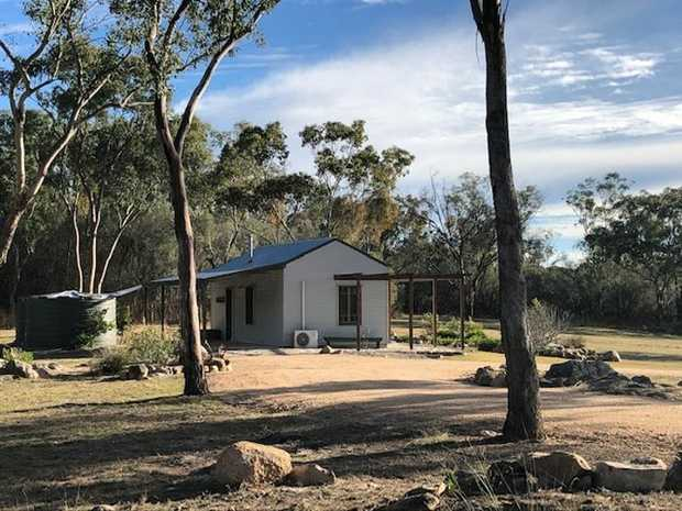 This property could be your comfortable country retreat handy to Girraween National Park, wineries...