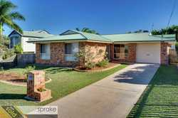 In the popular suburb of Kawungan, this home is just a short drive from Stocklands shopping, various...