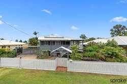 •	A traditionally renovated Queenslander just a short 300m walk to the foreshore;